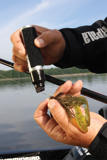//www.in-fisherman.com/files/10-top-tricks-for-largemouths/hide-your-line.jpg