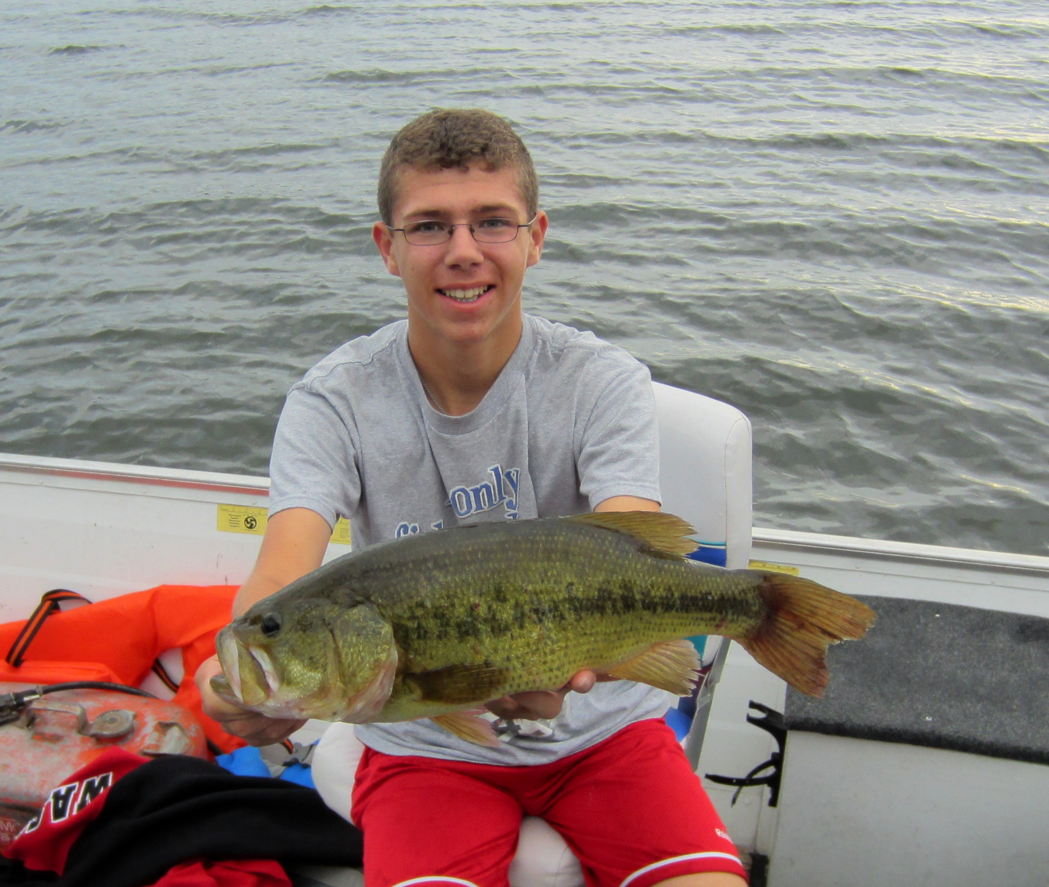 Tom Warren Ham Lake Minnesota   Species: Largemouth Bass Date Caught: 08/11/24 Kept / Released:
