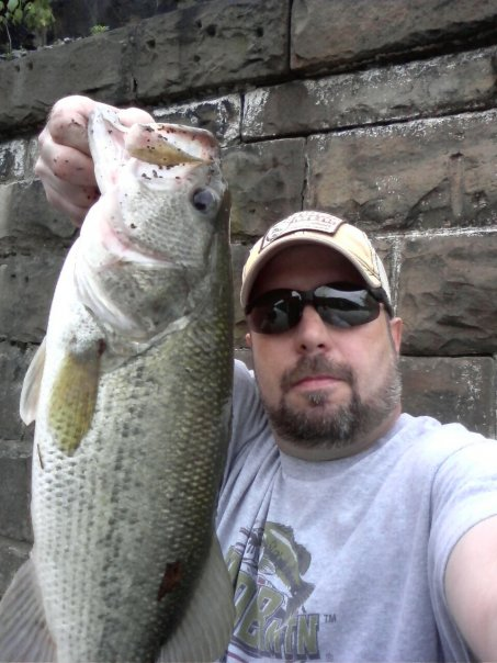 Anthony Mauro Belle Vernon Pa.    Species: Largemouth Bass Date Caught: 04/24/2012 Kept /
