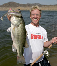 Spots for big bass in fisherman for Lake istokpoga fish camps