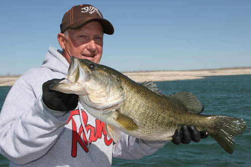 Steve Quinn joins Bruce Holt of G. Loomis rods on a trip to Lake Amistad, for early prespawn largemouth bass.