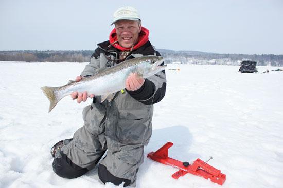 Ice fishing steelhead in fisherman for Lake superior salmon fishing