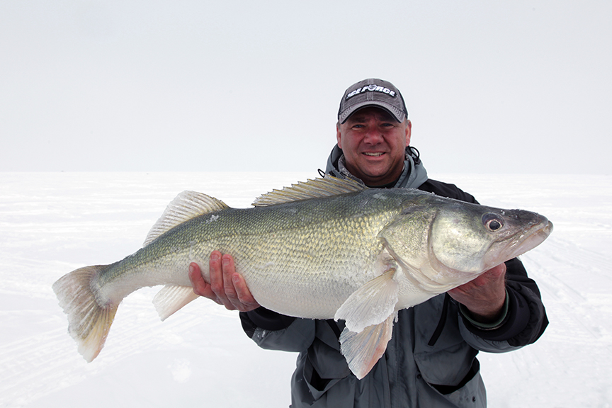 lake winnipeg walleye ice fishing in fisherman