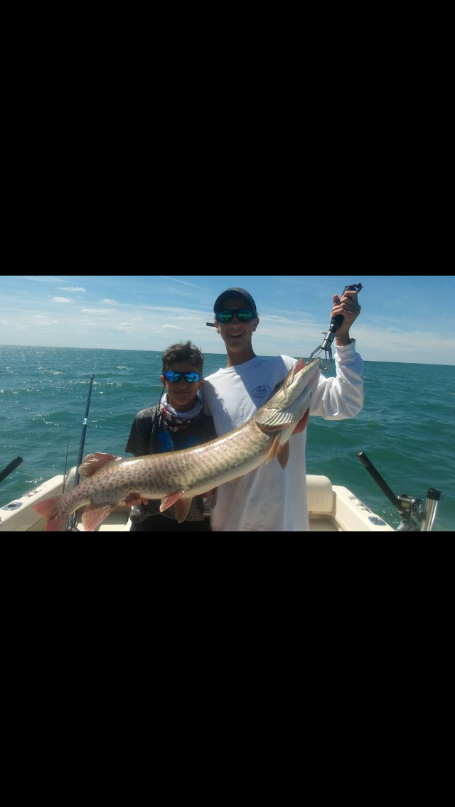 Muskie catch on lake st clair in fisherman for Ice fishing lake st clair