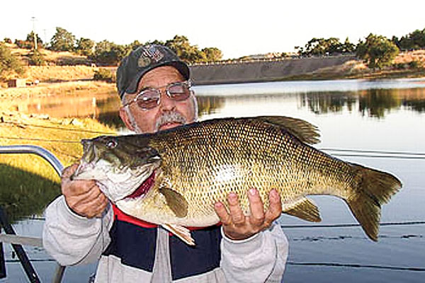 //www.in-fisherman.com/files/2017/10/Harold-Hardin-Smallmouth-Bass-Record.jpg