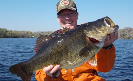 Picking top bass lakes can be challenging. After all, anglers look for different outcomes from a trip - a family vacation, trophy bass, a fast bite, or scenic surroundings.