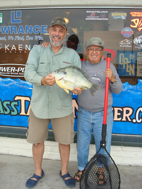 //www.in-fisherman.com/files/arizona-record-redear-sunfish/hectorbaitshop.jpg