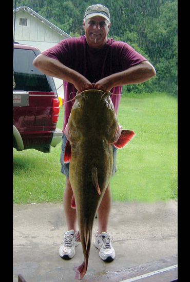 //www.in-fisherman.com/files/record-flathead-catfish/georgia-record-catfish-jim-dieveney-in-fisherman.jpg