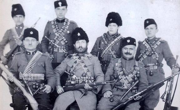 révolver Austro-hongrois WWI : Rast & Gasser Mle 1898  - Page 2 Chetniks.02