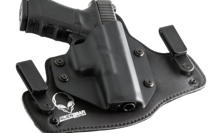 This IWB'hybrid holster features a light weight design with a soft neoprene body-side layer that