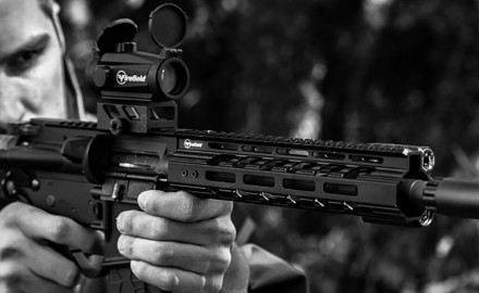 Ideal for MSR platform rifles and pistols, Firefield's tactical Verge M-LOK Series rail system is a slim, low-profile handguard, designed to be lightweight and user friendly.