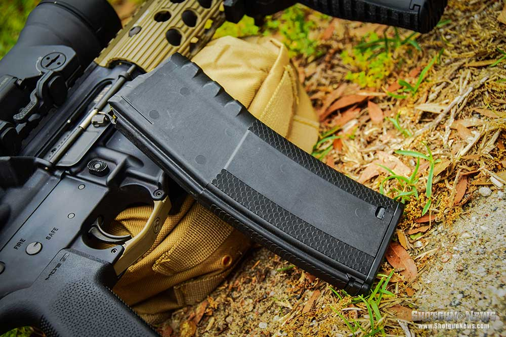 //www.firearmsnews.com/files/7-ar-15-magazines-you-cant-live-without/troybattlemag_1.jpg