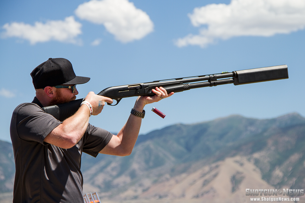 //www.firearmsnews.com/files/first-look-silencerco-salvo-12-shotgun-suppressor/silencerco_salvo-12_shotgun_suppressor_01.jpg
