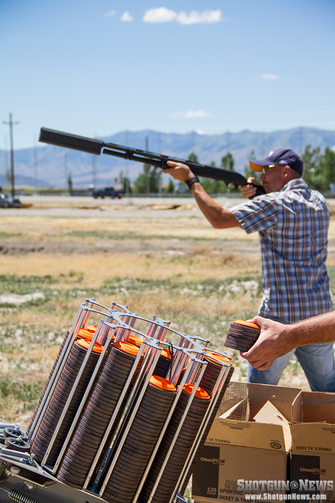 //www.firearmsnews.com/files/first-look-silencerco-salvo-12-shotgun-suppressor/silencerco_salvo-12_shotgun_suppressor_02.jpg