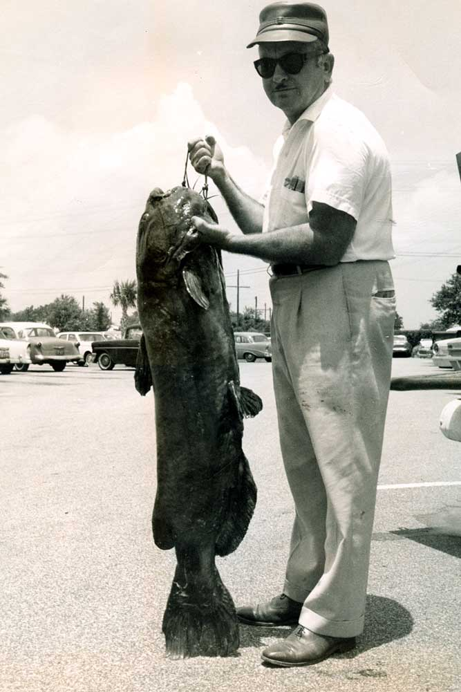 //www.gameandfishmag.com/files/10-biggest-catfish-world-records-of-all-time/channel-catfish_world-record.jpg