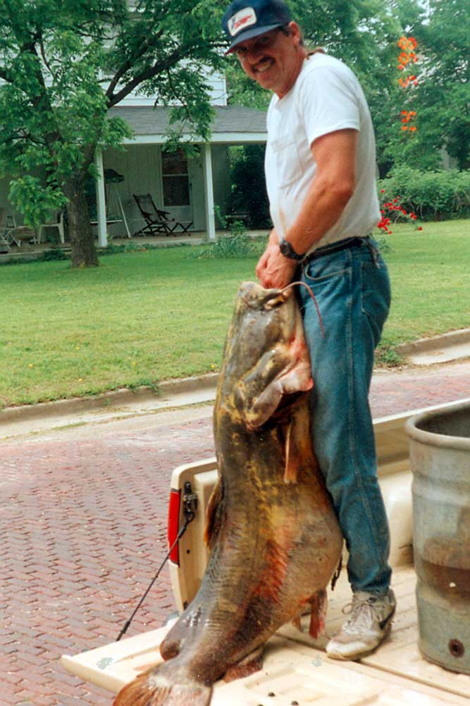 //www.gameandfishmag.com/files/10-biggest-catfish-world-records-of-all-time/flathead-cat_world-record.jpg