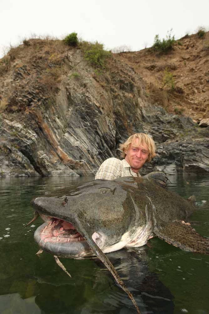 //www.gameandfishmag.com/files/10-biggest-catfish-world-records-of-all-time/goonch_1.jpg