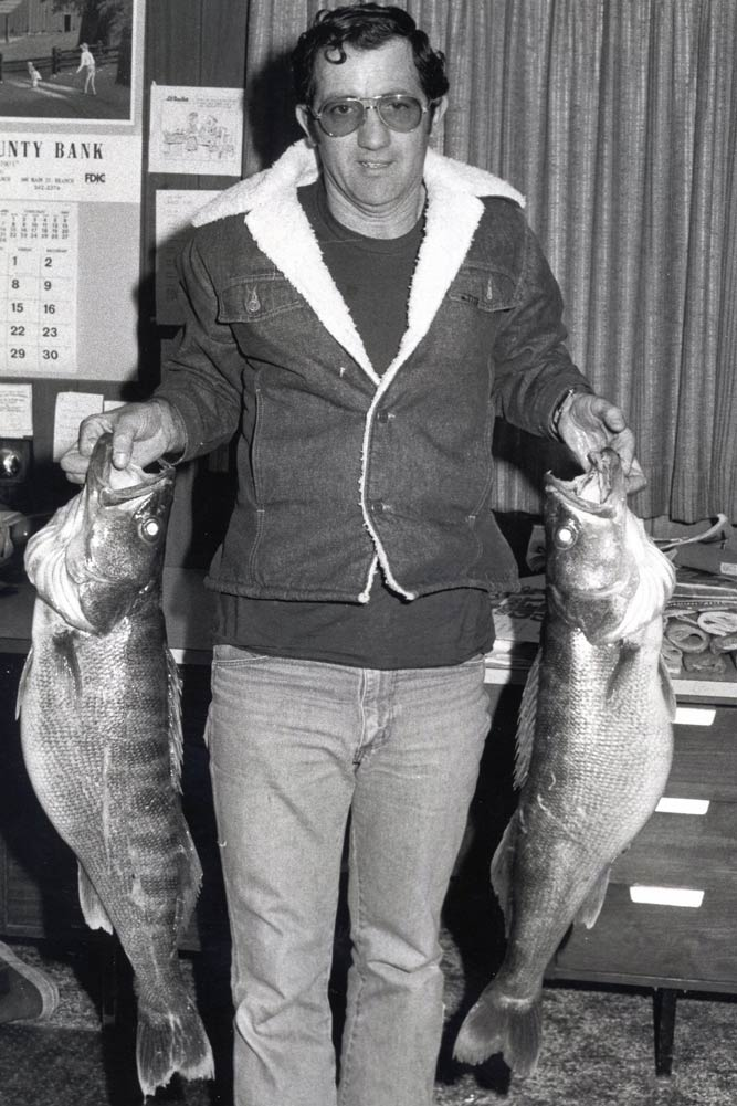 //www.gameandfishmag.com/files/10-biggest-walleye-world-records-ever-landed/18174.jpg
