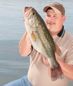 Illinois is home to some double-digit largemouths, but the big 'uns don't come along easily or frequently. (April 2008)
