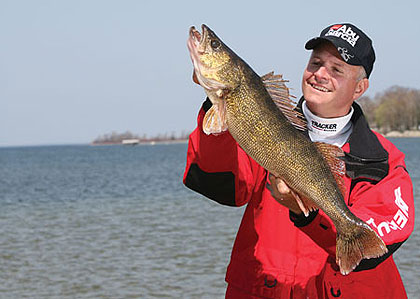 Here is a look at where to find some great Minnesota opening day walleye angling in 2009.  (April 2009)