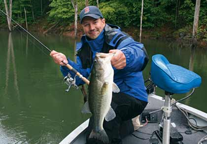 Spring bass hotspots in eastern pennsylvania for Lake wallenpaupack fishing report
