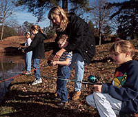 In the Volunteer State, there's no better way to spend the summer vacation than fishing with the family. Here are some ideas for great places to go. (June 2006)