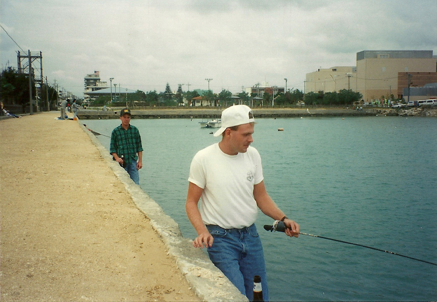 Fishing off the shore of okinawa game fish for Best shore fishing in michigan