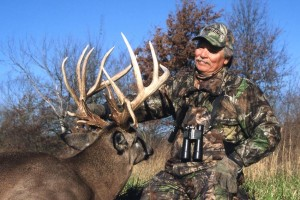 Stan shot this 220-class non-typical in central Illinois with a bow.