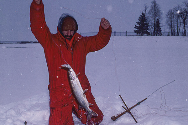 Ohio 2016 fishing calendar game fish for Ice fishing indiana