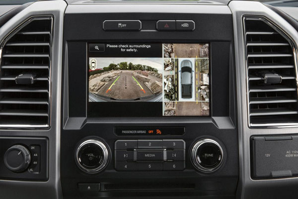 The available 360-degree camera with split-view display uses four cameras, enabling you to see all sides of the truck by stitching the images together and displaying them on a center stack screen—ideal for maneuvering in tight spaces and on trails.