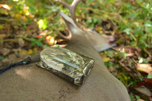 The Hunter's Kloak can also be used to dispense buck-attracting scents, like Acorn, Apple and Sugar Beet, to trick hungry deer into range.