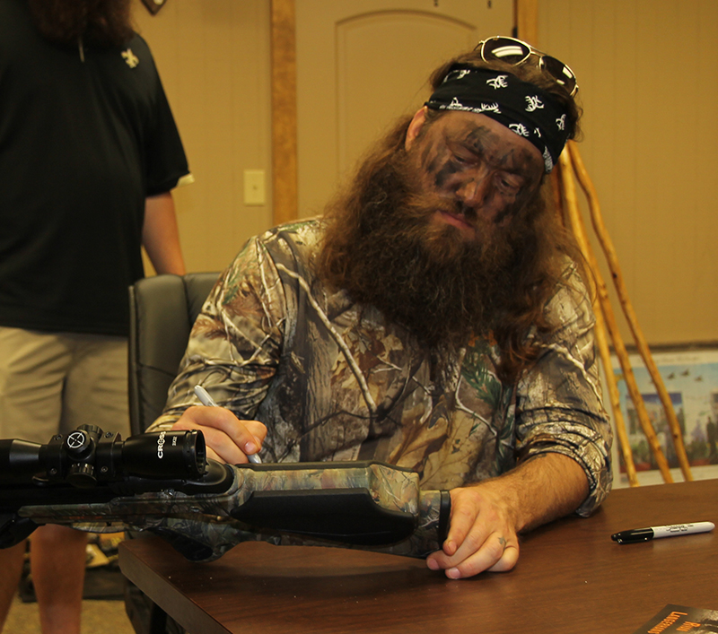 //www.gameandfishmag.com/files/duck-dynasty-willie-robertson-outtakes/img_3381.jpg