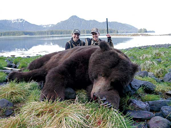 //www.gameandfishmag.com/files/mythical-big-bears/04_tenft2.jpg
