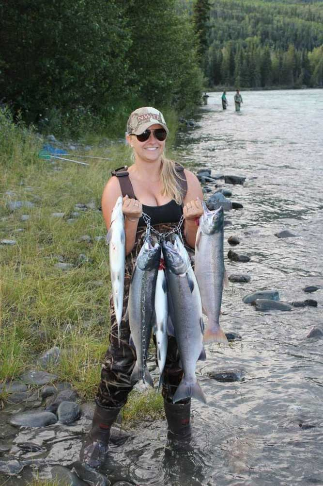 //www.gameandfishmag.com/files/the-girls-of-game-fish-angler-edition-ii/alayna-from-washington.jpg