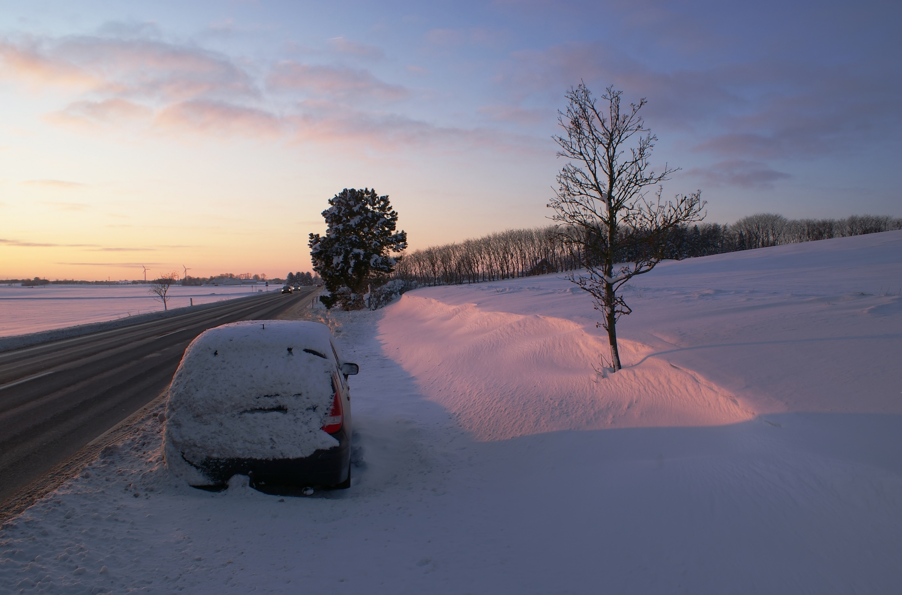 //www.gameandfishmag.com/files/winter-weather-survival/stranded-car.jpg
