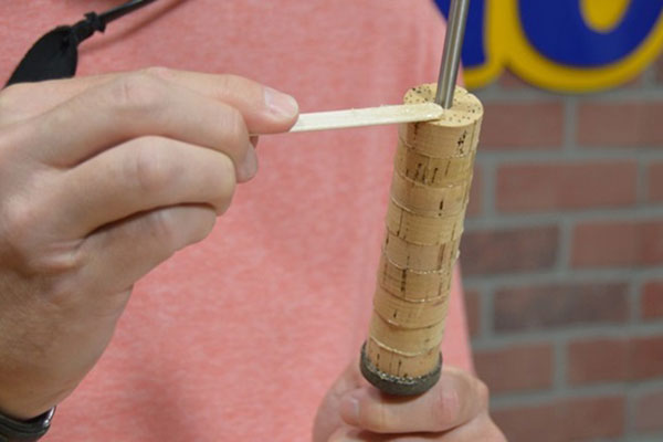 Glue-Cork-Rings-Together-on-the-Mandrel