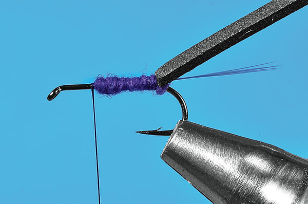 Step-3-Tying-the-User-Friendly-Fly