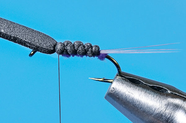Step-4-Tying-the-User-Friendly-Fly
