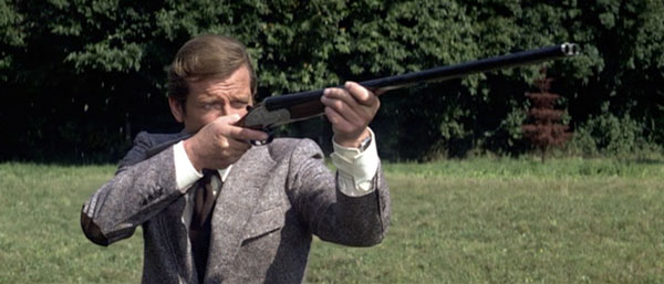//www.gunsandammo.com/files/15-best-guns-of-the-james-bond-films/holland-holland-royal.jpg