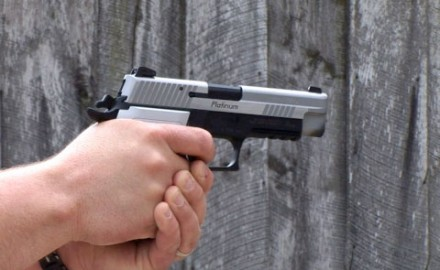 Gun review video on Sig P226 Elite Platinum.