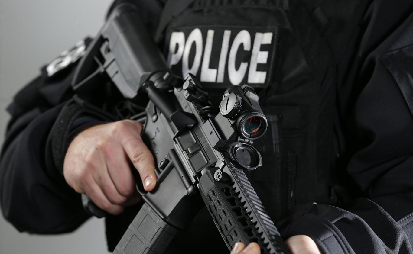 PoliceRedDotAimpoint