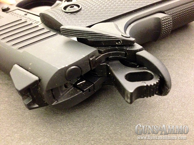 //www.gunsandammo.com/files/first-look-browning-1911-380/browning_1911_380_9.jpg
