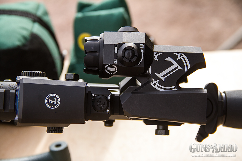 //www.gunsandammo.com/files/first-look-leupold-d-evo-rifle-optic/leupold_devo_optic_6.jpg