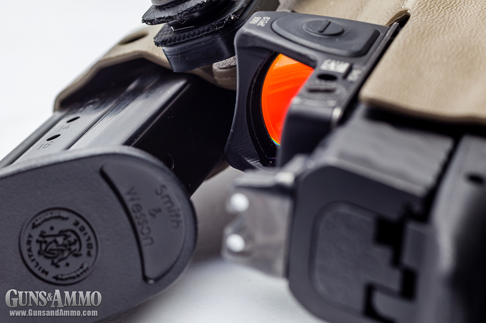 //www.gunsandammo.com/files/mini-red-dot-sights-for-concealed-carry/trijicon_rmr_concealed_carry_smith_wesson-m-p-c-o-r-e-9-pistol_holster_19.jpg