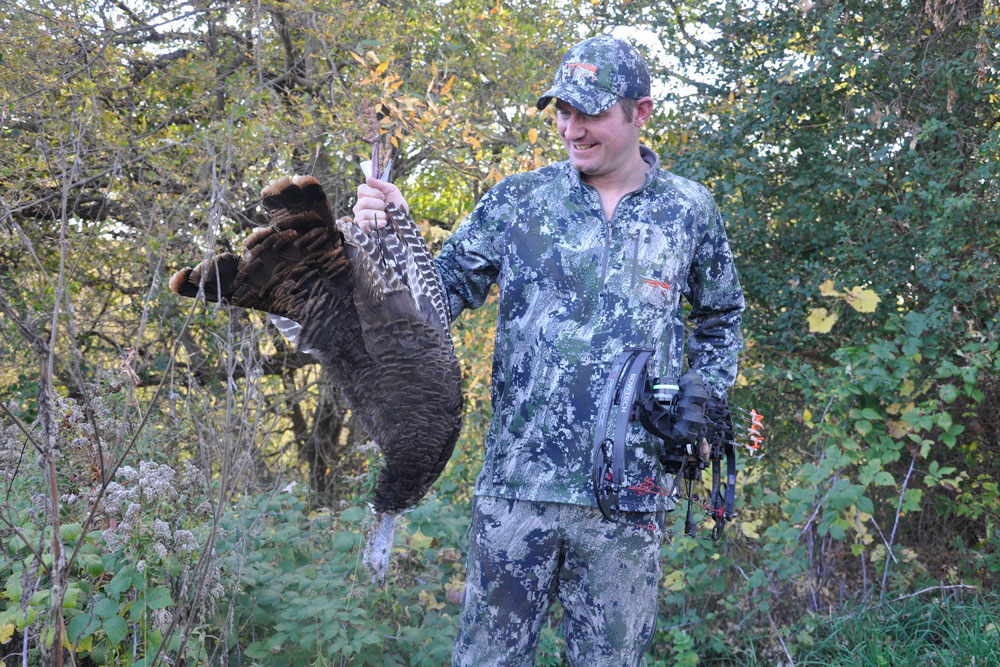 //www.bowhunter.com/files/10-tips-for-october-whitetail-success/forget-deer-for-a-day.jpg