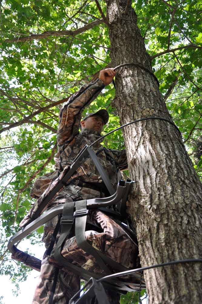 //www.bowhunter.com/files/10-tips-for-october-whitetail-success/get-a-climber-and-use-it.jpg