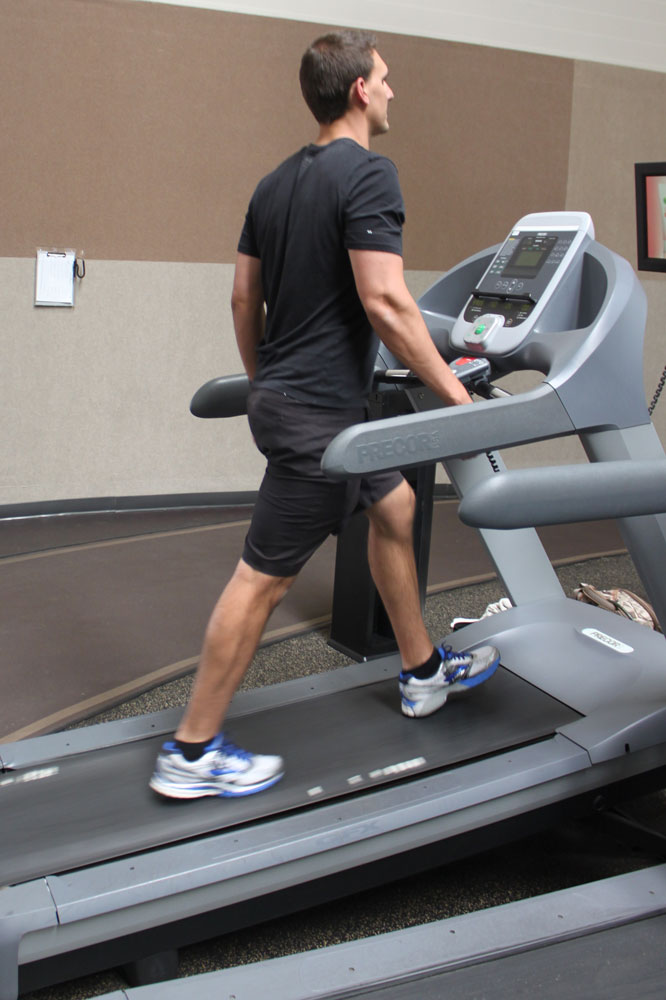 //www.bowhunter.com/files/10-workout-routines-for-hunting-out-west/workout_west_treadmill_1.jpg
