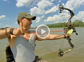 Bowhunter TV co-host Mike Carney heads down the Illinois River for an attempt at bowfishing Flying