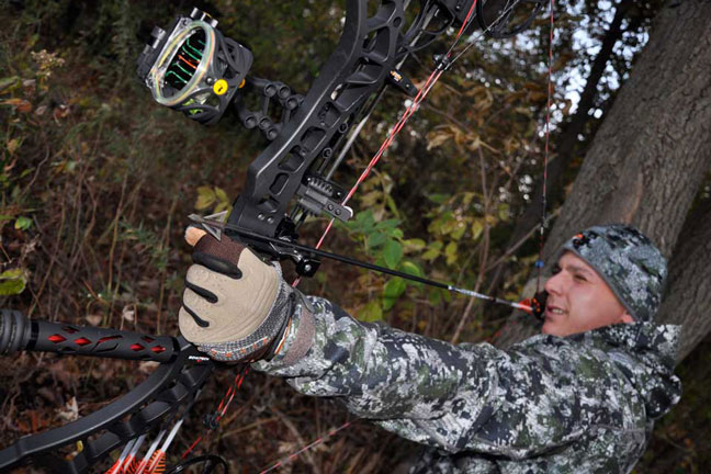 shoot-your-bow-with-your-hunting-clothes