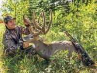 200-inch-whitetail-buck-bowhunter